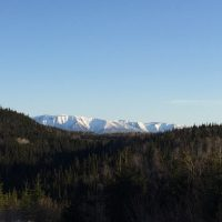 Grande maison 6 CAC bois de rond situe a CAP CHAT en Gaspesie au Quebec - Canada vue 300 arpents
